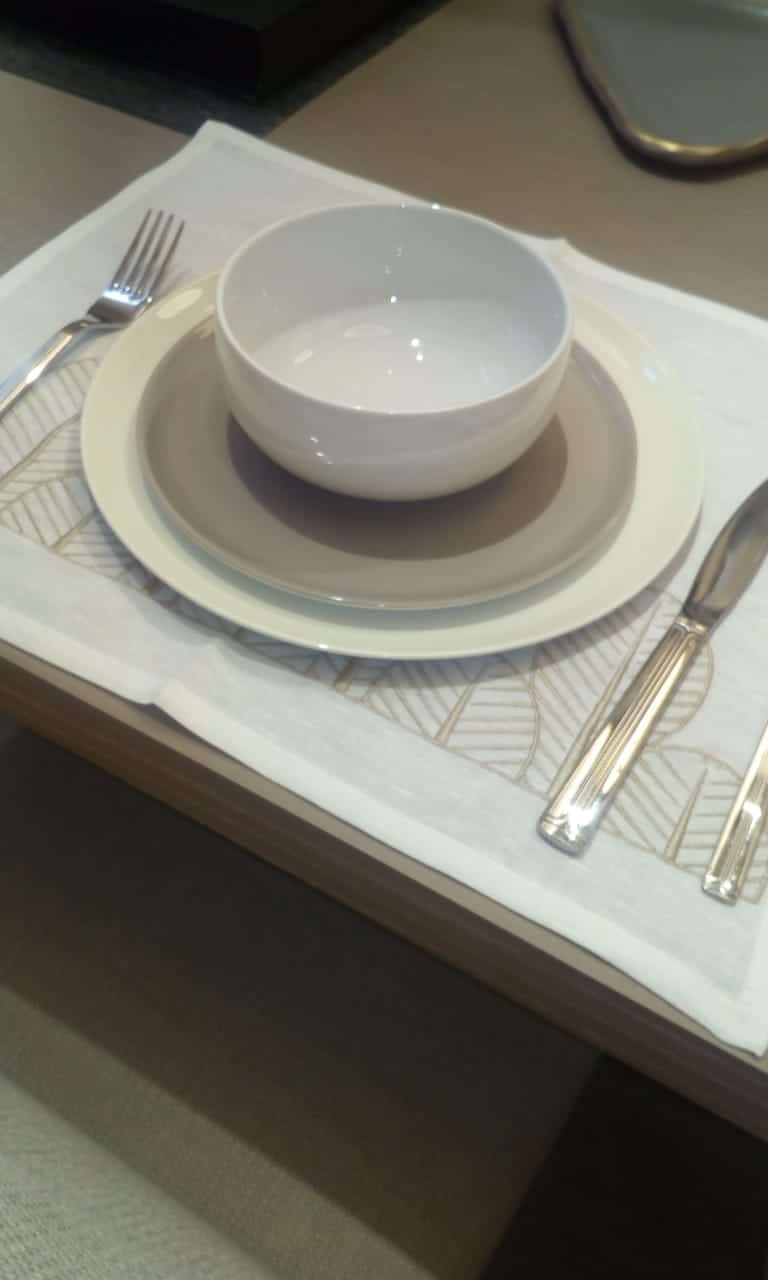 Beige dinner set